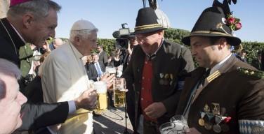 Почетный Папа Бенедикт отметил 90-летие в кругу баварцев