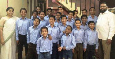 Настоящий мистер Индия: он усыновил более 20 ВИЧ-положительных детей, от которых отказались родители