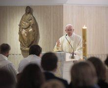 Папа: Церковь должна выходить к людям и выслушивать их