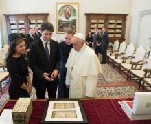 Папа Франциск встретился с премьер-министром Канады