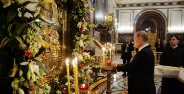 Владимир Путин выразил благодарность Папе Римскому за разрешение доставить мощи св. Николая в Россию