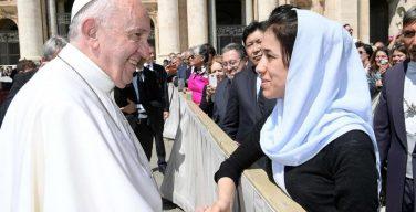 Папа встретился с бывшей пленницей и рабыней ИГИЛ, ныне послом ООН