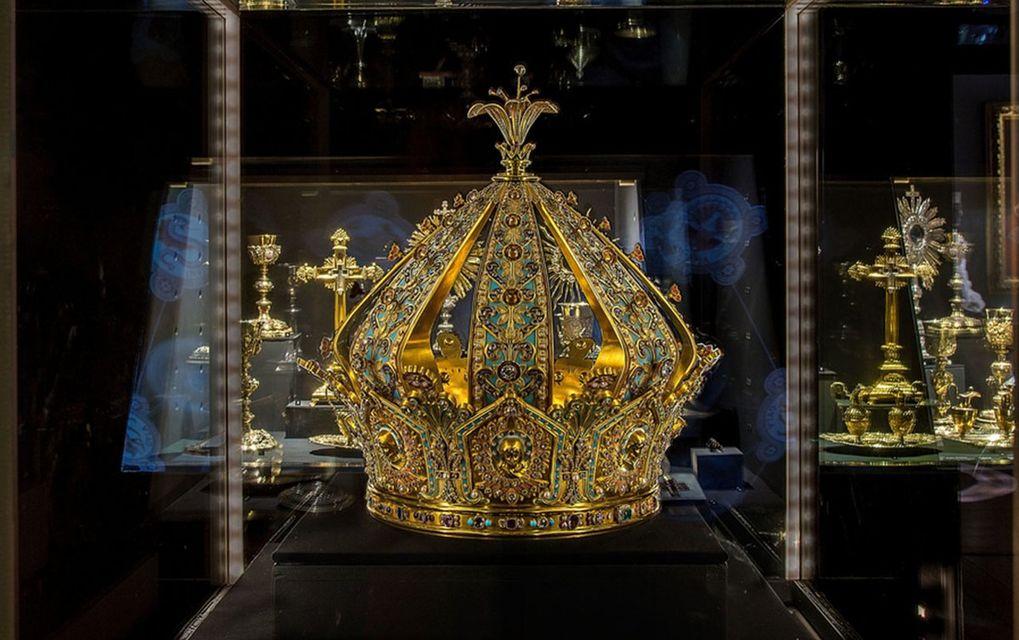 Из музея в Лионе похищена «корона Девы Марии» стоимостью 1 млн. евро