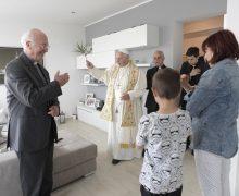 «Откройте, это Франциск!» — Папа нанёс нежданный визит жителям римской окраины
