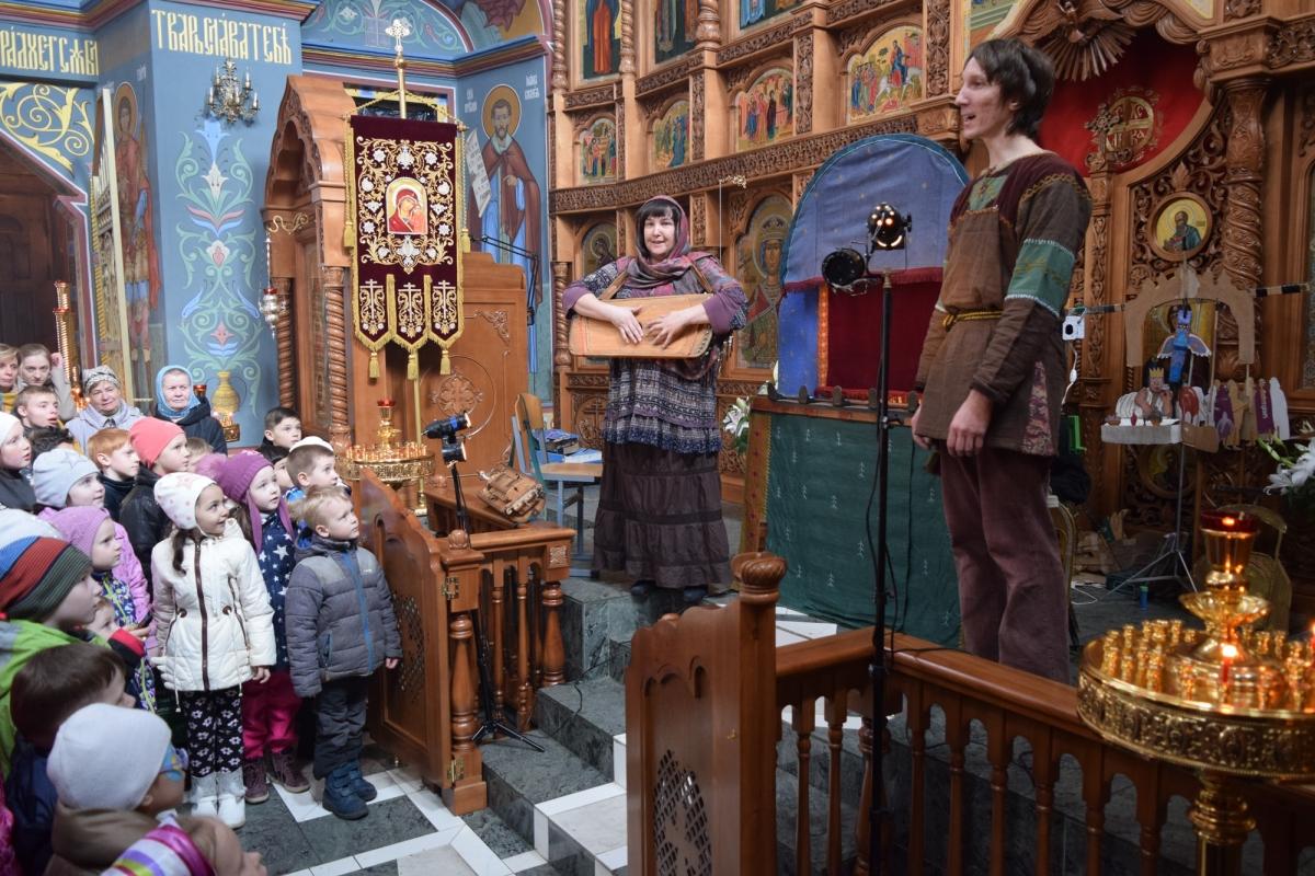 В РПЦ критикуют спектакли и танцы в российских храмах