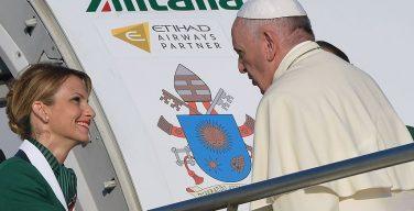 Папа Римский может прекратить пользоваться услугами «Алиталии»