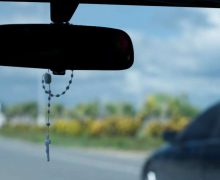 На Филиппинах Церковь протестует против запрета на иконки и четки в машинах