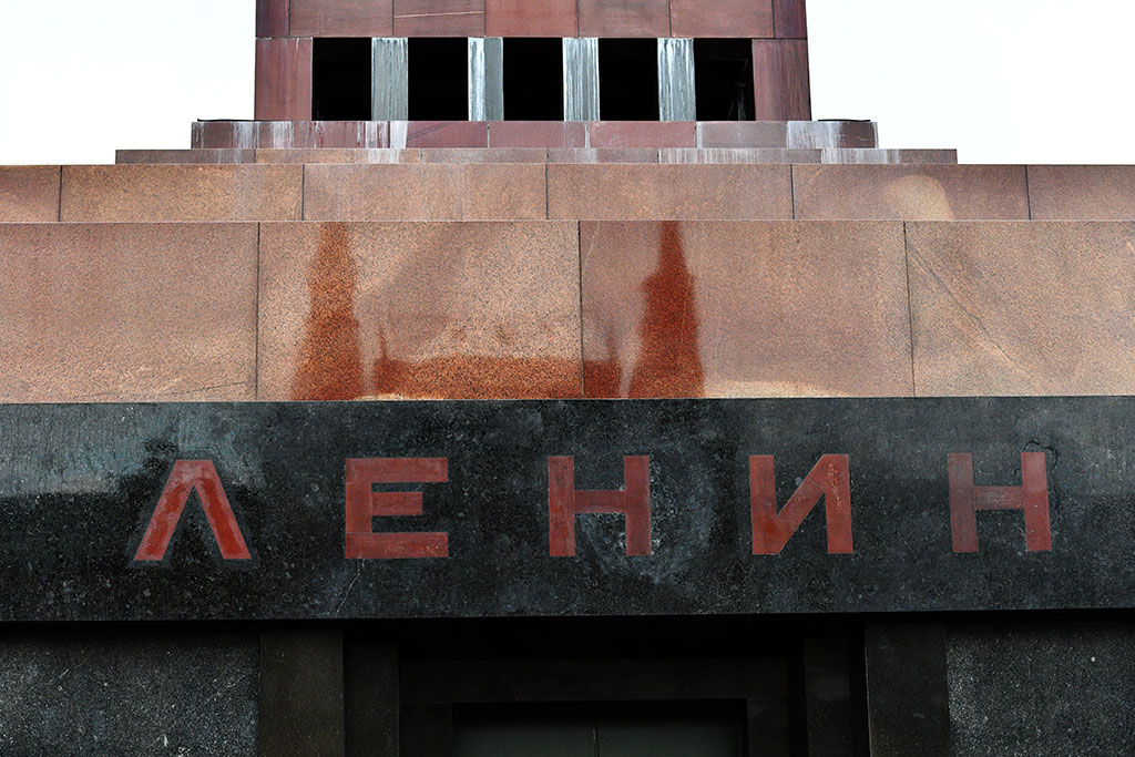 Митрополит Иларион: россияне понимают, что нужно захоронить Ленина
