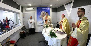 Митрополит Кондрусевич благословил студию «Радио Мария» в Белоруссии