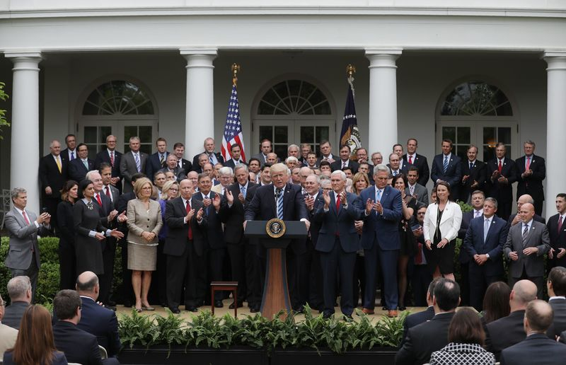 Трамп отменил «поправку Джонсона», запрещавшую религиозным группам поддерживать политиков