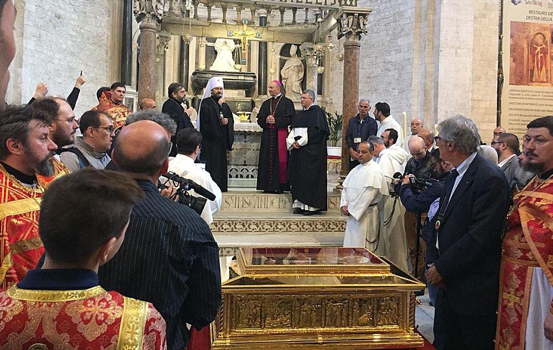 Ковчег с частью мощей Николая Чудотворца передан Русской Православной Церкви