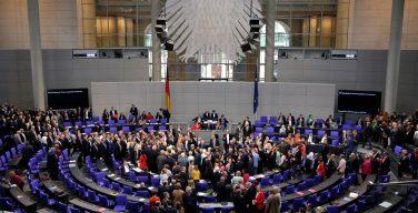 Бундестаг ФРГ одобрил закон о «браке для всех». Меркель проголосовала против