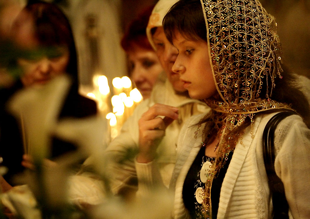 Как совершать крестное знамение в храме другой конфессии?