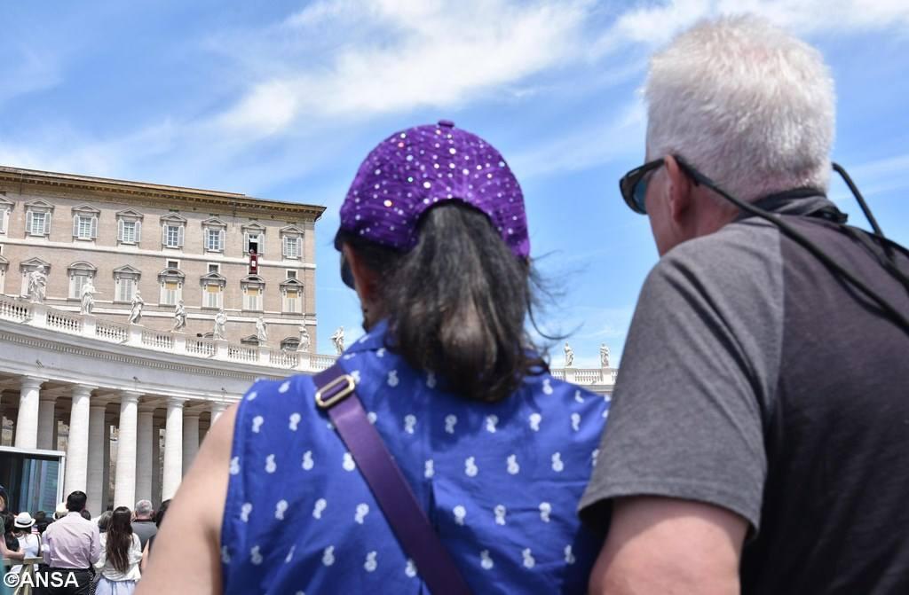 Angelus 18 июня. Папа: в Евхаристии Иисус питает нашу веру, надежду и любовь