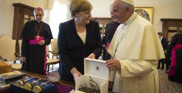 Папа Франциск встретился с федеральным канцлером Ангелой Меркель