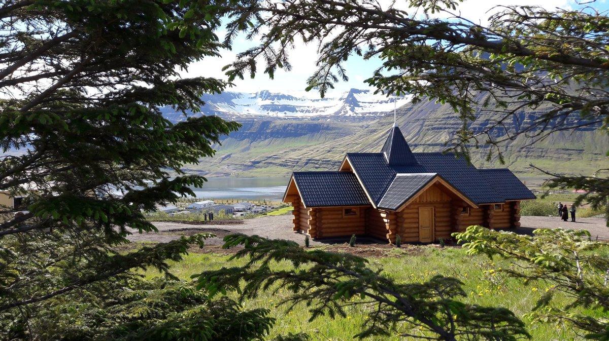 Словакия подарила католикам Исландии храм