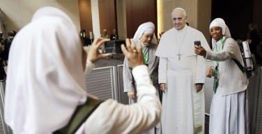 Папа Франциск: необходимо расширить присутствие женщин во всех сферах общественной и религиозной жизни
