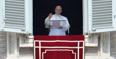Папа призвал встать на сторону беженцев, принимая их без страха