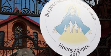 Торжественной Мессой в Кафедральном соборе Новосибирска открылась Всероссийская встреча семей
