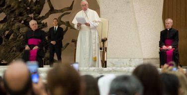 «Живая литургия для живой Церкви». Папа Франциск обратился к участникам Литургической недели