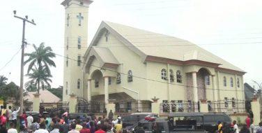 Папа скорбит по жертвам нападения в церкви в Нигерии