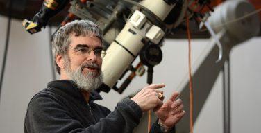 Главный астроном Ватикана хотел бы крестить инопланетян