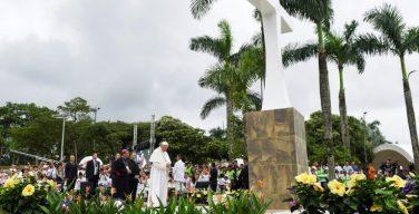 Вильявисенсио: Папа помолился у Креста примирения