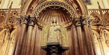 Знаменитая «Черная Мадонна» в ходе реставрации Шартрского собора стала белой