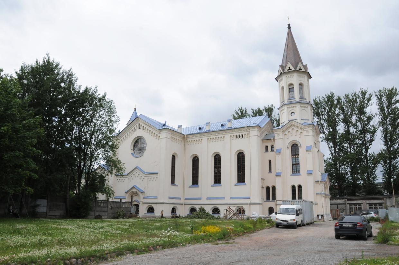 Католическому храму на Минеральной улице в Петербурге вернули первоначальный вид