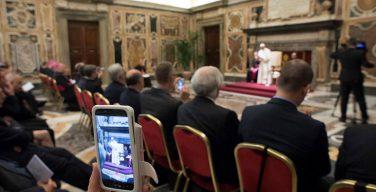 Папа выразил обеспокоенность нетерпимостью к мигрантам, в том числе католических общин