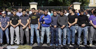 В воскресенье сотни мусульман вышли на акцию протеста у посольства Мьянмы в Москве (ФОТО)