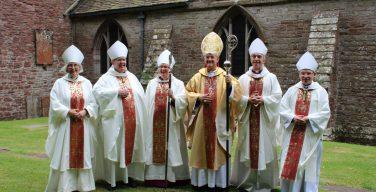 Вопреки ожиданиям, англиканским архиепископом Уэльса стал мужчина – на пост претендовали две епископессы