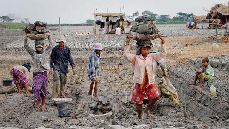 Более 40 млн человек по всему миру живут в рабстве — МОТ
