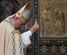Папа: Церковь должна непрестанно быть инструментом милосердия