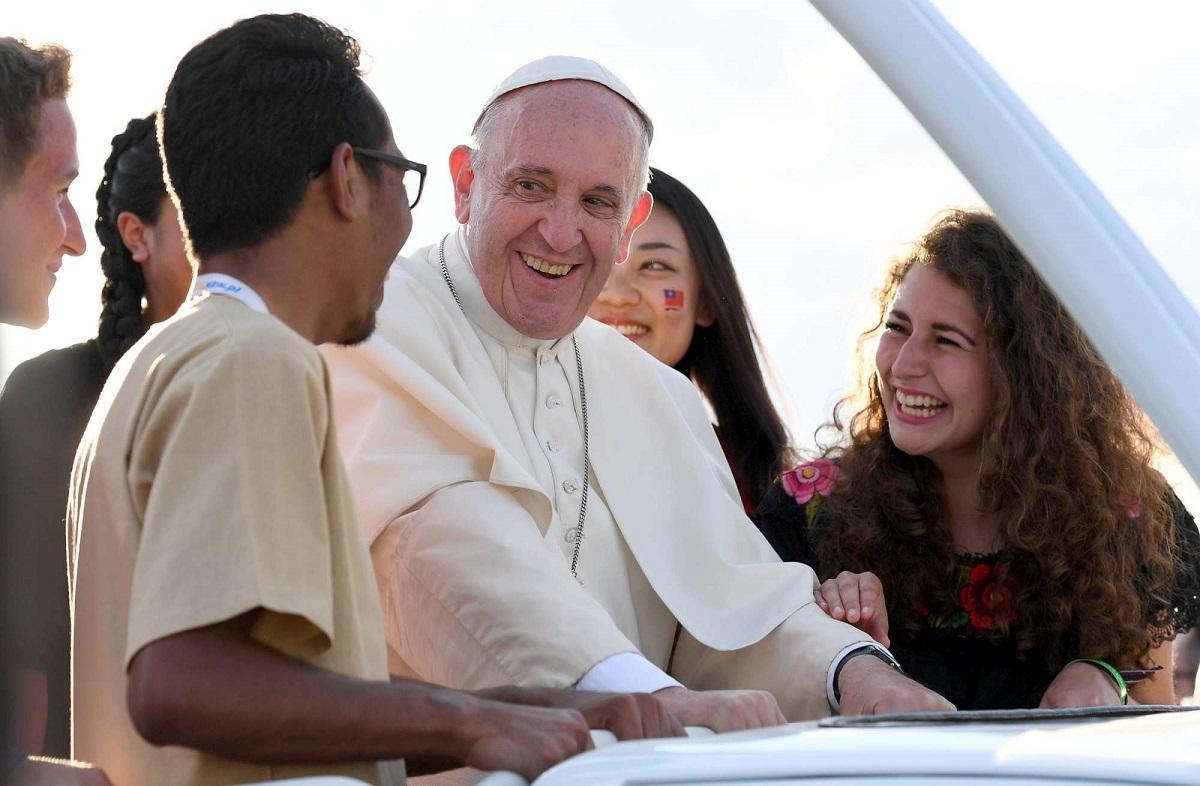 Папа: Церковь должна выслушивать также критику и сомнения молодёжи