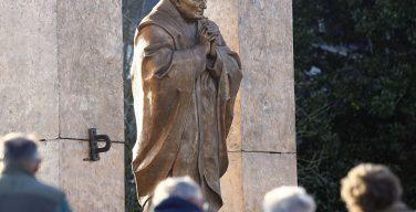 Памятник Иоанну Павлу II работы Церетели в Бретани хотят перенести в Польшу