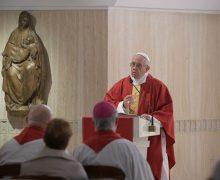 Папа: тот, кто не умеет слушать, превращает веру в идеологию