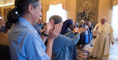 Папа — монахиням: будьте малыми с самыми малыми