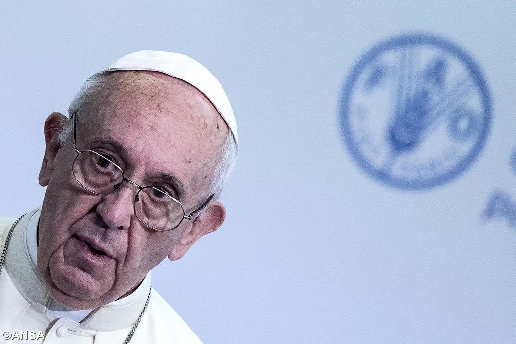 Папа призвал ввести слово «любовь» в язык международного сотрудничества