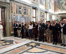 Папа призвал будущих экономистов «оставаться свободными от чар денег»