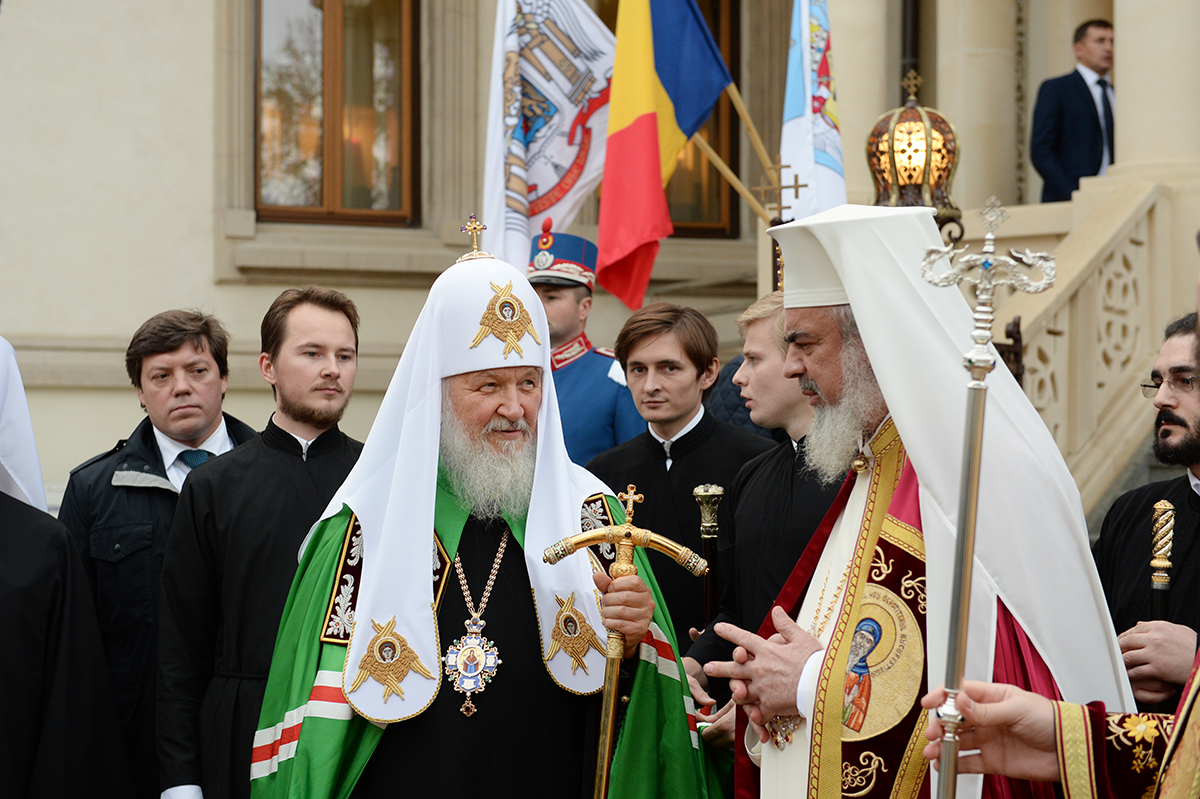 Патриарх Кирилл призывает сторониться тех, кто обещает создать рай без Бога