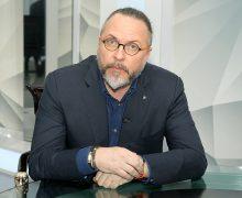 Ю. Грымов считает, что создатели «Матильды» «вволю поиздевались над своими персонажами»