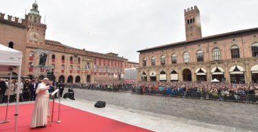 Папа в Болонье: создать возможности для достойного труда – это задача всего общества