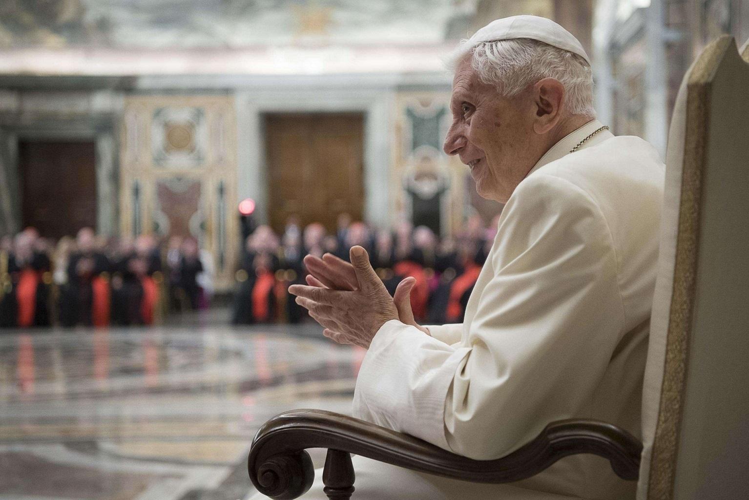В Ватикане опровергают слухи о резком ухудшении состояния здоровья Бенедикта XVI