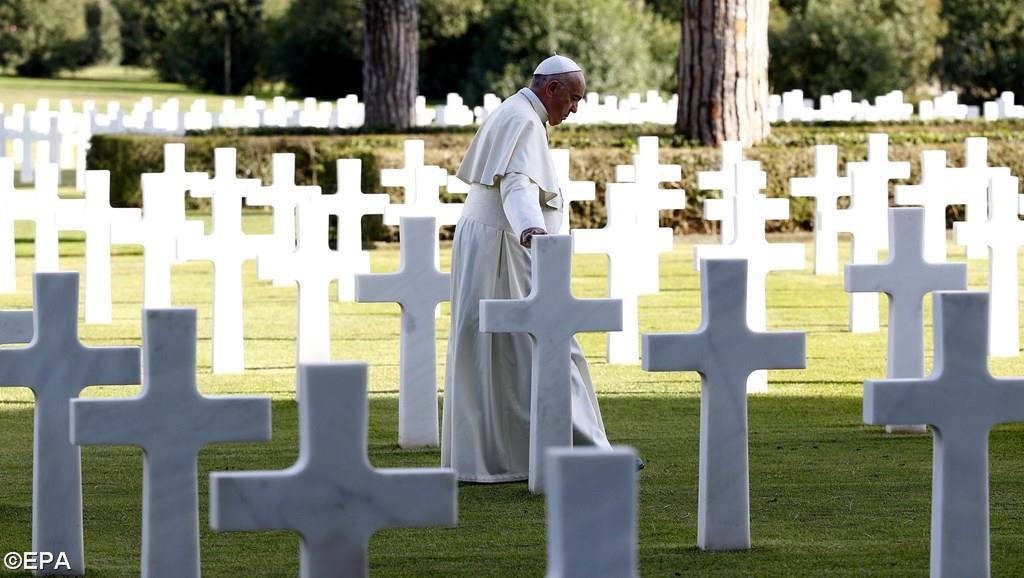 В День поминовения всех усопших верных Папа Франциск возглавил Евхаристию на итальянском мемориальном кладбище и сказал антивоенную проповедь (+ ФОТО)
