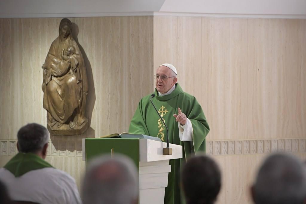 Папа: идеологическая колонизация навязывает молодёжи воспитательные системы