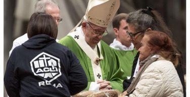 Папа Франциск назвал бедняков «нашим пропуском в рай» (ФОТО)