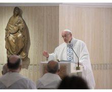Папа Франциск решительно осудил «идеологический колониализм»