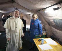 Папа посетил Медицинский пункт солидарности