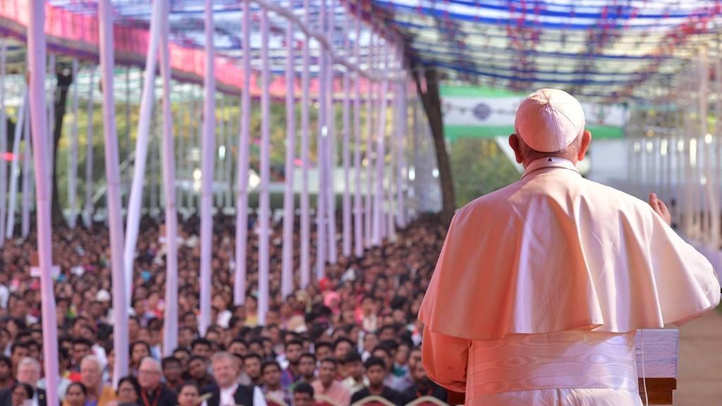 Папа — молодёжи Бангладеш: принимать тех, кто думает иначе